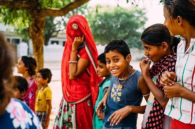 One of my favourite experiences of India, stopping randomly at the side of the road and chatting with the locals and laughing with the kids #insightindia #insightmoments By ShootthePlanet