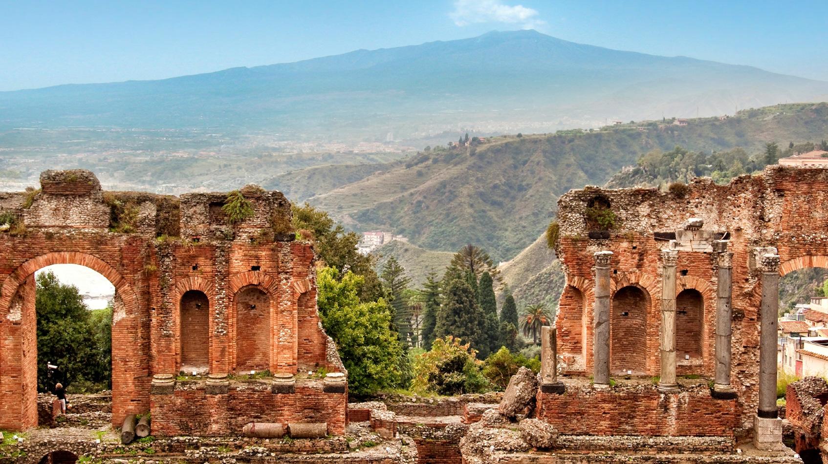 Greek-theatre-of-Taormina-©-Delpixart:iStock