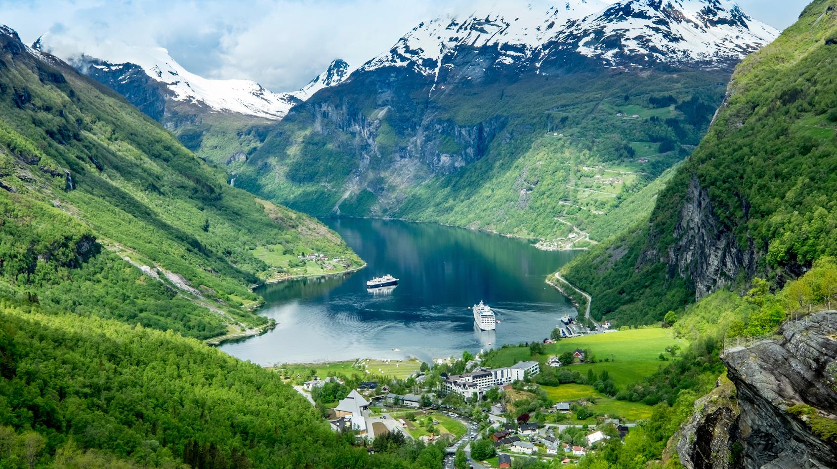 Geiranger-fjord-©-cookelmaiStock