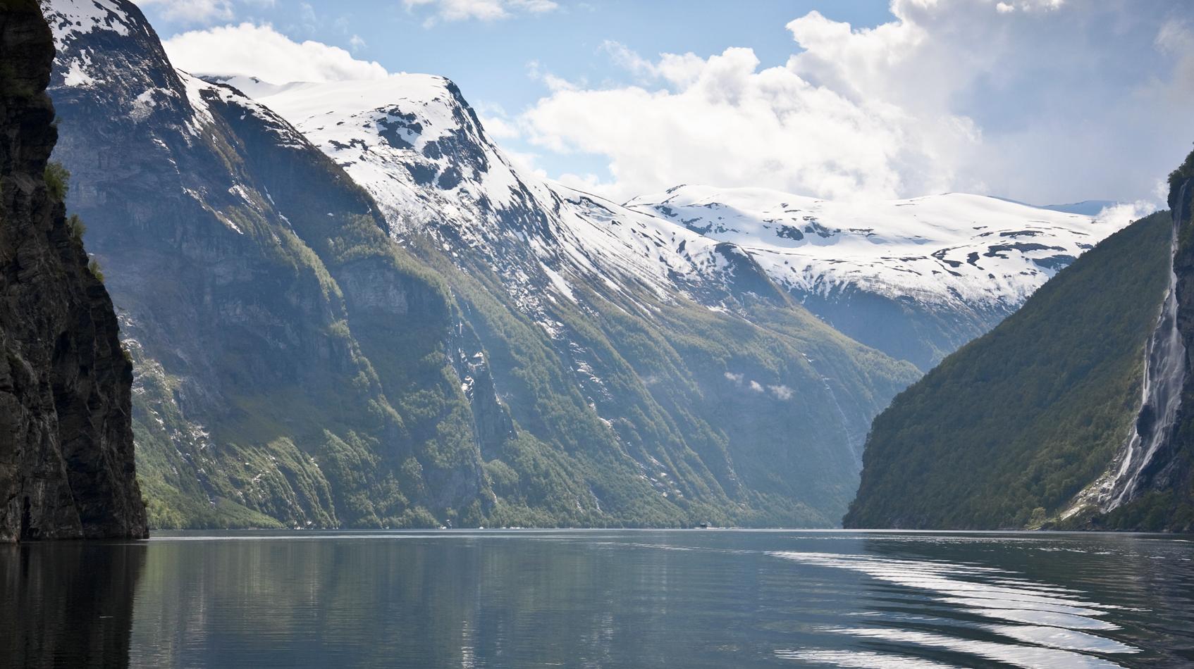Geiranger-fjord-landscape-©-TTiStock