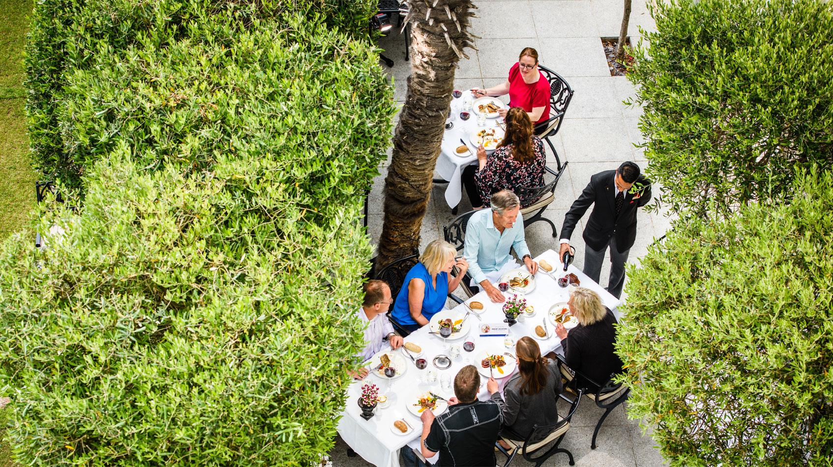LG-Alfresco-Dining
