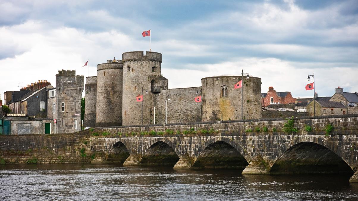 Limerick_Medieval-Ireland-King-John-Castle_©-Engamon_iStock
