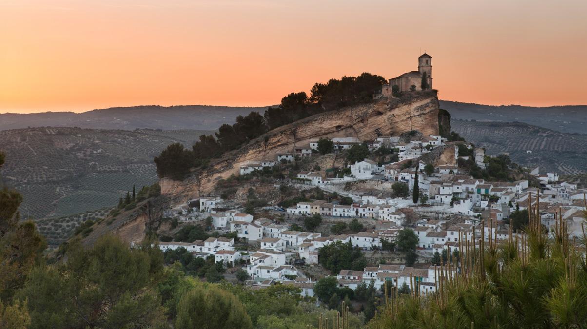Montefrio-at-sunset,-Granada,-Spain_©-fisfra_iStock