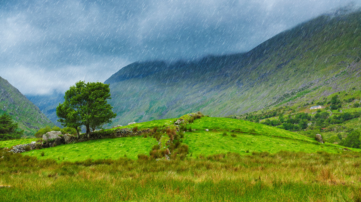 Ring-of-Kerry-Rainy-landscape_©-Peter-Zelei_iStock