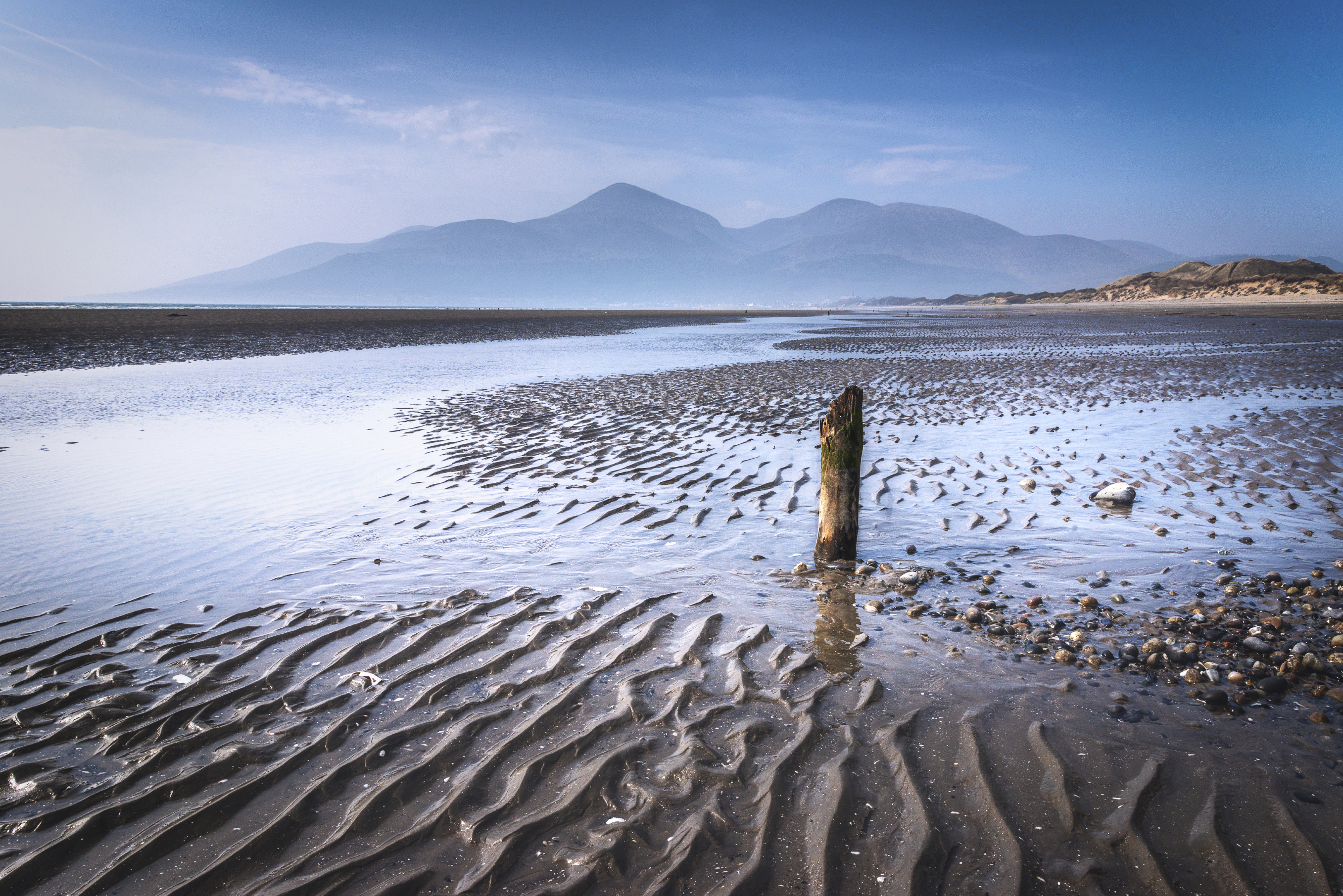 6. Game of Thrones-Ireland Mourne Mountains-credit AndySG- iStock_www.istockphoto.com:photo:stranded-gm474569942-64763345