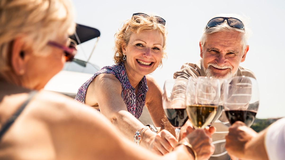 friends-drinking-wine-on-a-boat-iStock-Leonardo-Patrizi-www.istockphoto