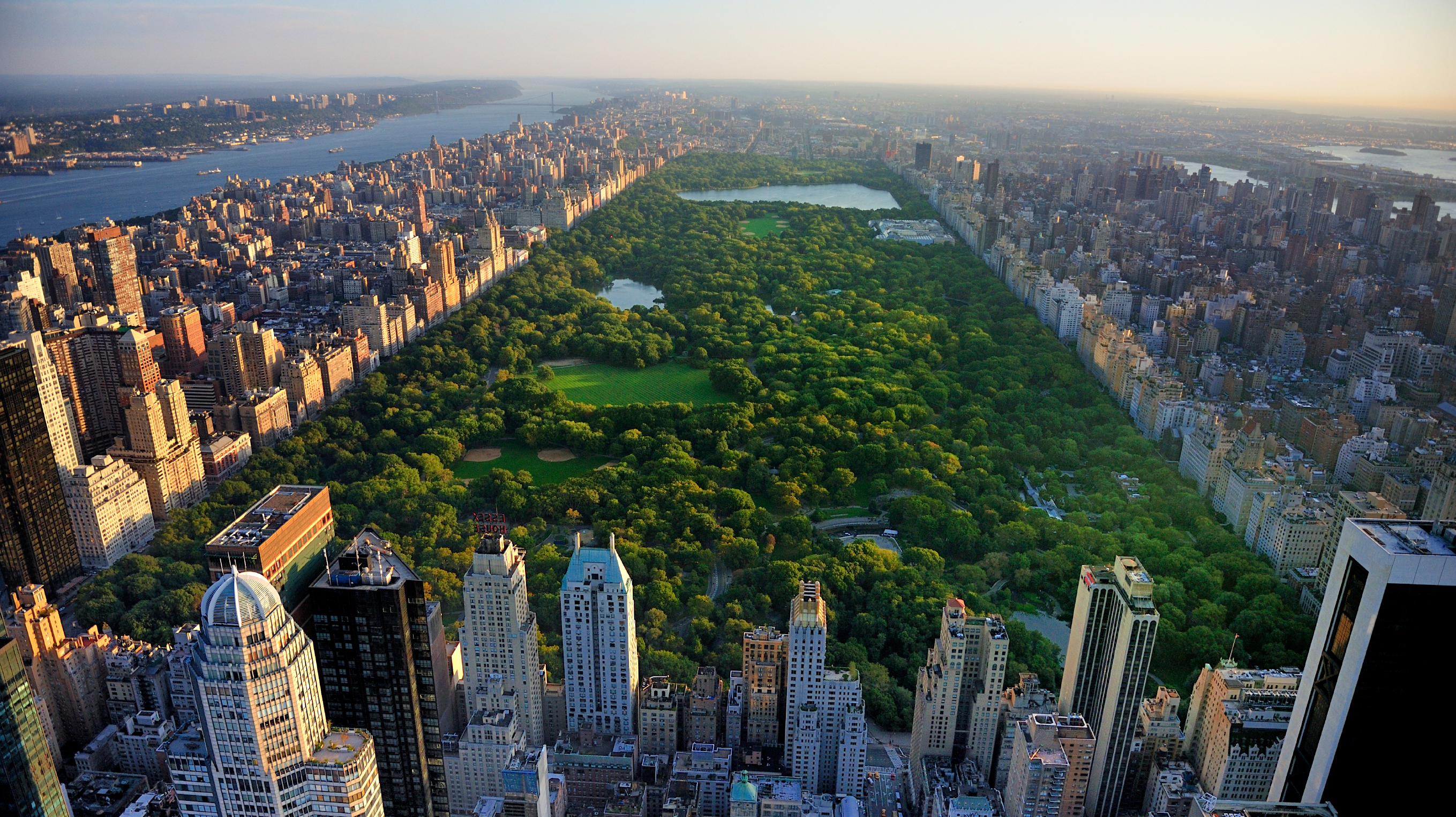 iStock_000053649264_Large.jpg www.istockphoto.com:photo:central-park-aerial-view-manhattan-new-york-gm528725265-53649264_st=fb17559