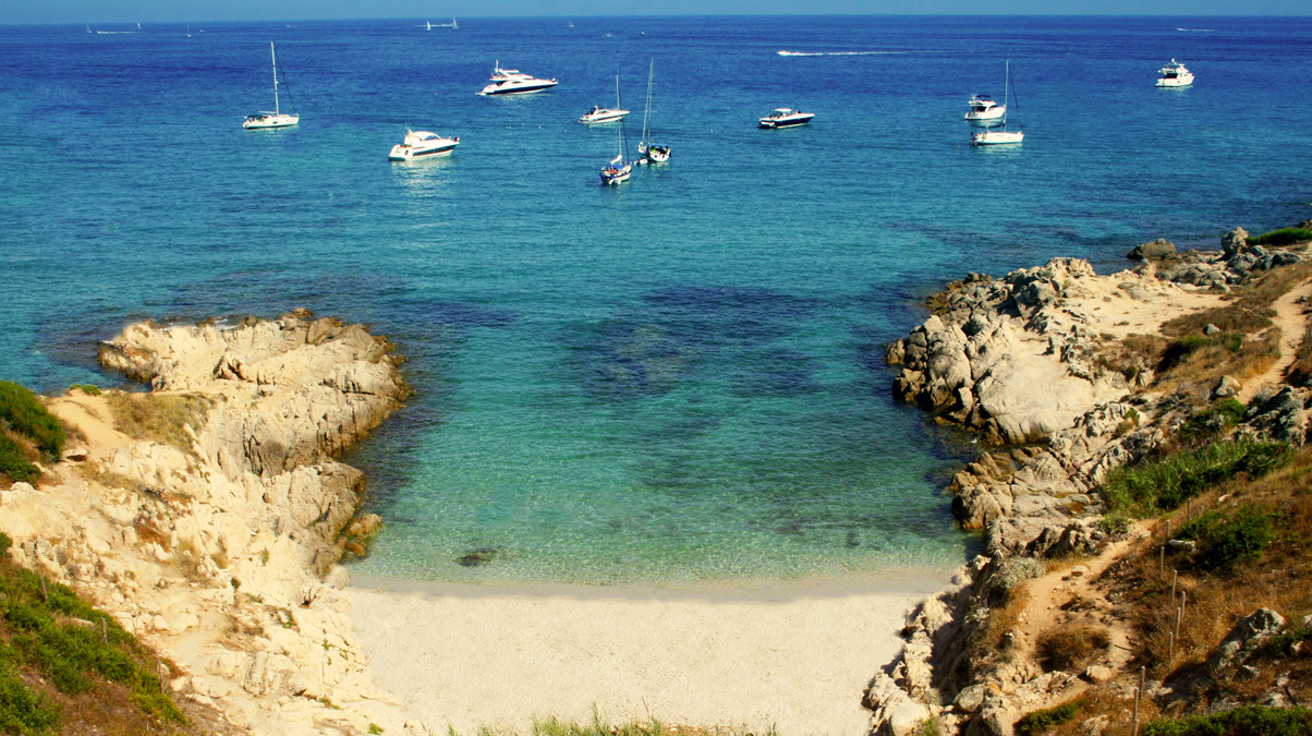 Cote-d'Azur-in-Southern-France-iStock-Digital_Editor-www.istockphoto